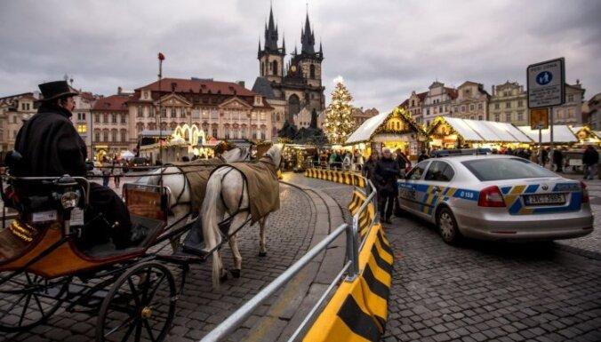 Foto: Meklējot svētku sajūtu Prāgas vecpilsētā