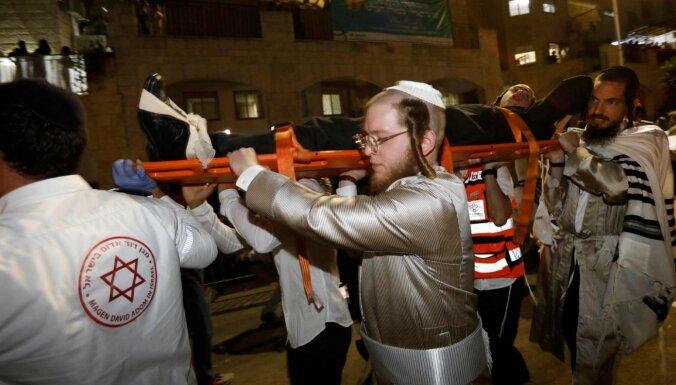 Foto: Sinagogā Rietumkrastā sabrūk tribīnes – divi bojāgājušie un 160 ievainotie