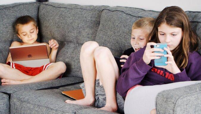 Ierādi bērnam, ko darīt ārpus ekrāna. Strīdīgi jautājumi par mobilo telefonu