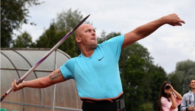 Foto: Latvijas rekordists Vasiļevskis atkal met šķēpu sacensībās