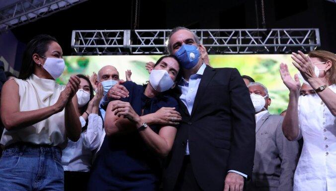 Dominikānas prezidenta vēlēšanās uzvar opozīcijas kandidāts Luiss Abinaders