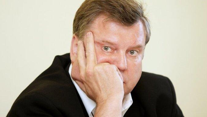 Urbanovičs ironizē par koalīcijas 'riņķa danci' ap Mūrnieces demisiju