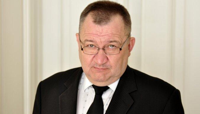 Zdanovskis paziņo par atkāpšanos no amata