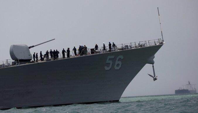 Krievija apsūdz ASV karakuģi par tās teritoriālo ūdeņu pārkāpšanu; ASV noliedz, ka tie pieder Krievijai