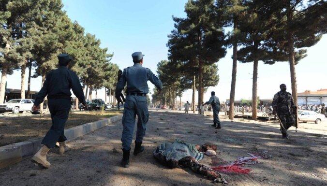 Pašnāvnieka sarīkotos sprādzienos Afganistānā nogalināti 18 cilvēki