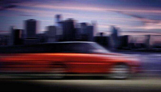 Pirmais attēls daļēji atklāj jaunā 'Range Rover Sport' veidolu