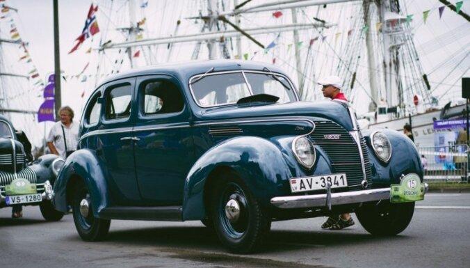 Sestdien Rīgā un Valmierā notiks pirmskara auto salidojums 'Retromance 2018'