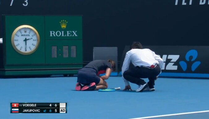'Australian Open' apdraud gaisa kvalitāte; Jakupoviča klepus dēļ nepabeidz spēli