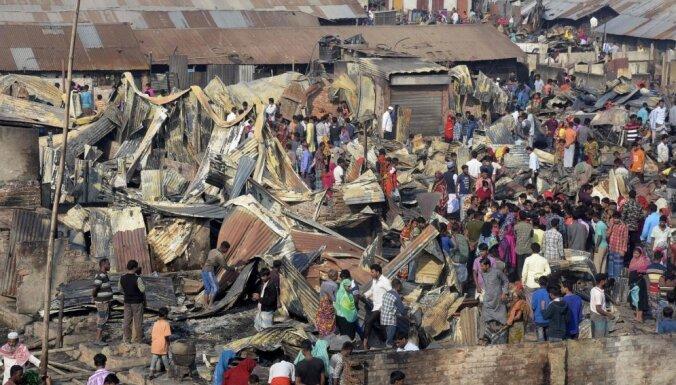 Bangladešas graustu rajonā ugunsgrēkā bojā gājuši deviņi cilvēki