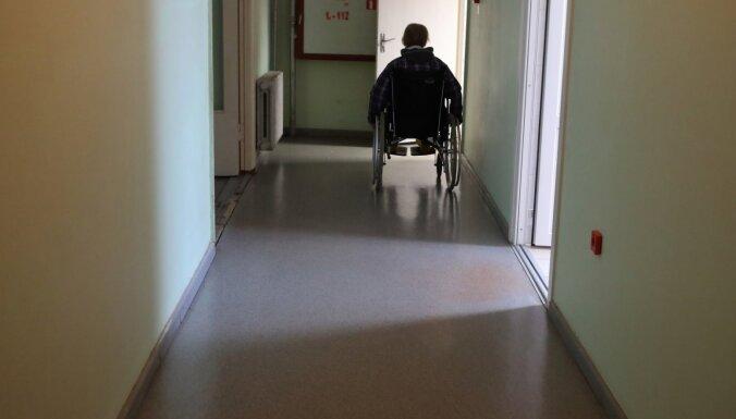 Valsts sociālās aprūpes centros ar Covid-19 slimo aptuveni desmitā daļa klientu