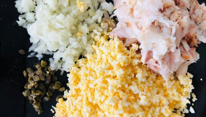Fiksie kūpināta jūras asara un olu salāti
