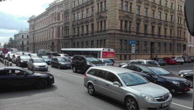 Транспортные пробки в Риге усилились: как столица Латвии выглядит на фоне Таллина и Вильнюса