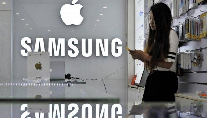 Itālija piemēro naudassodus 'Apple' un 'Samsung' par viedtālruņu darbības apzinātu palēnināšanu