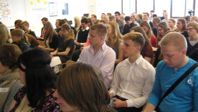 Baltijas un Ziemeļvalstu jaunieši izstrādā priekšlikumus jaunatnes bezdarba apkarošanai