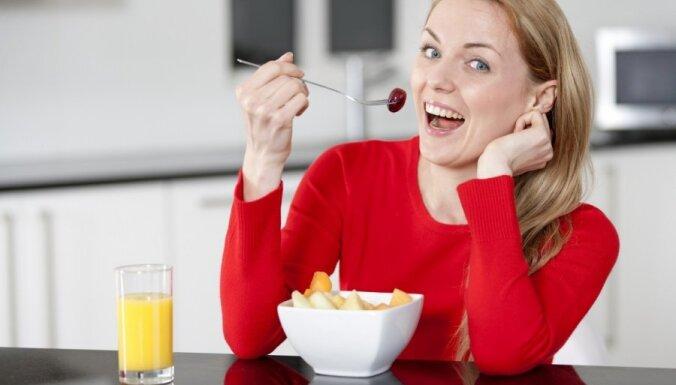 13 triki, kā dienā apēst par 500 kalorijām mazāk