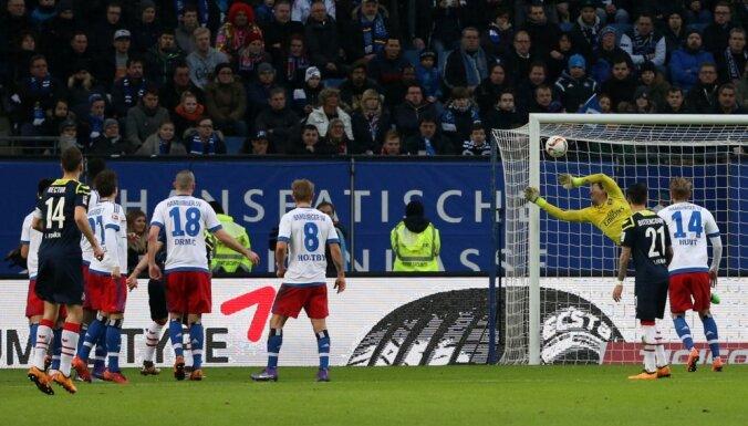 Hamburg Rene Adler saves by Cologne Marcel Risse