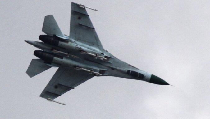 ВИДЕО: Российский Су-27 перехватил американский самолет над Балтикой