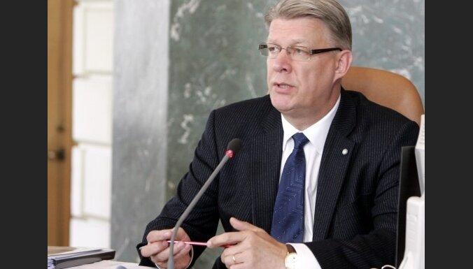 Затлерс призвал банки содействовать занятости