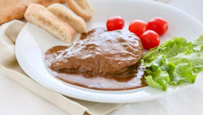 Liellopu gaļa sīpolu mērcē