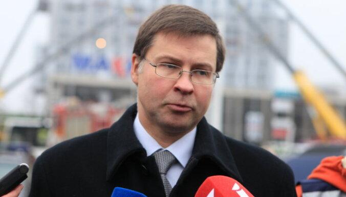Опрос: в ноябре немного возросла популярность Домбровскиса