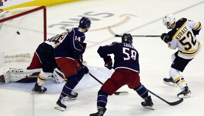'Avalanche' un 'Bruins' izlīdzina rezultātu Stenija kausa sērijās