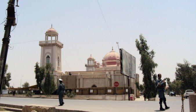 Afganistānā spridzinātājs pašnāvnieks nogalina Kandahāras mēru