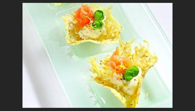 Закуска из лосося, зрелого сыра и рикотты