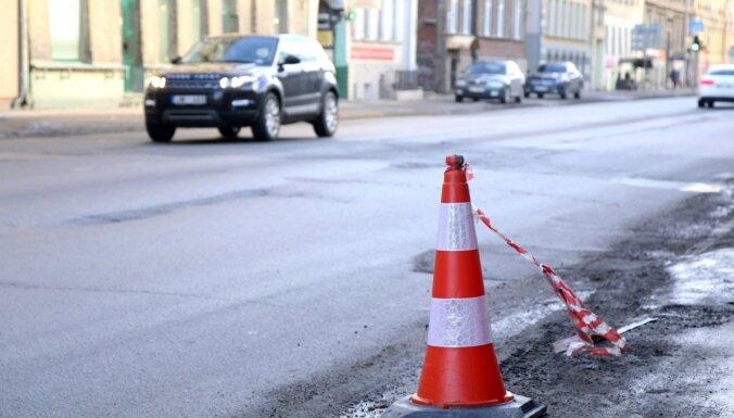 Аудит CSDD: Велодорога на улице Чака может сделать движение безопасным, но создаст пробки