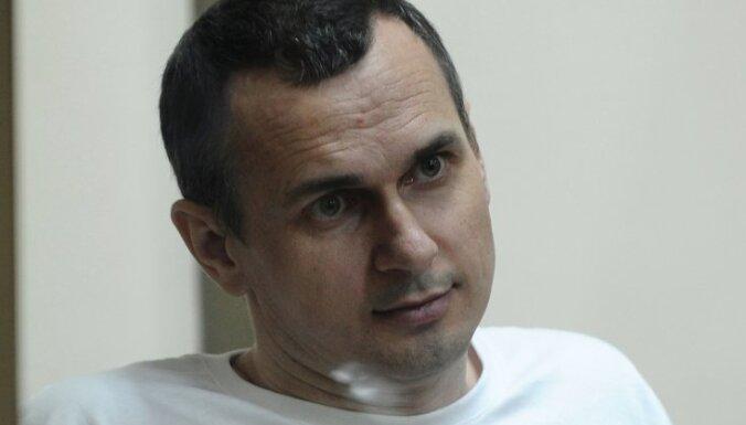 Krievijā ieslodzītais ukraiņu režisors Sencovs badojas jau 50 dienas