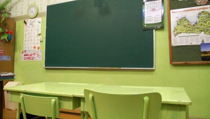 Учителя рижских муниципальных школ будут получать на 20 евро больше