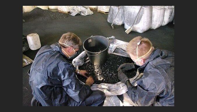 Foto: Lietuvā starp oglēm no Kolumbijas atrod 100 kilogramu kokaīna