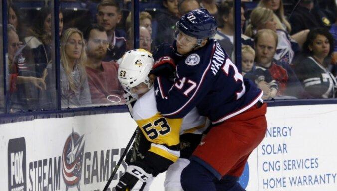 Bļugers aizvada vēl vienu maču 'Penguins' rindās; Balcers nosūtīts uz AHL