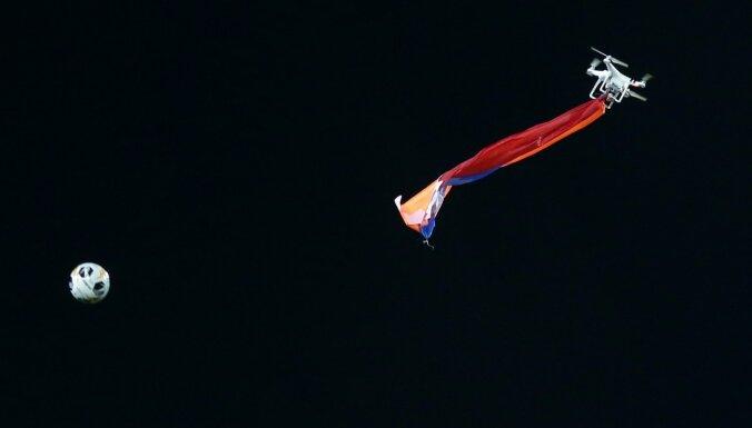 Video: Eiropas līgas spēli pārtrauc drons ar Kalnu Karabahas karogu