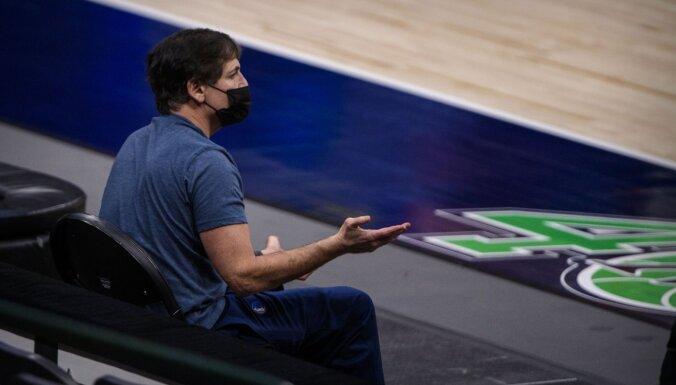 'Mavericks' īpašnieks nolamā žurnālistu, kurš nosauca Dončiču par čīkstuli