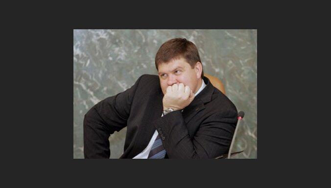 Калвитис сократит вакансии 1760 чиновников