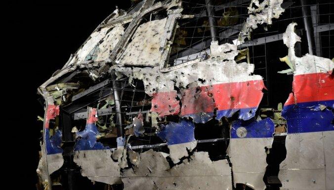 MH17 reiss: Nīderlandē sākas tiesas prāva par 298 cilvēku nogalināšanu