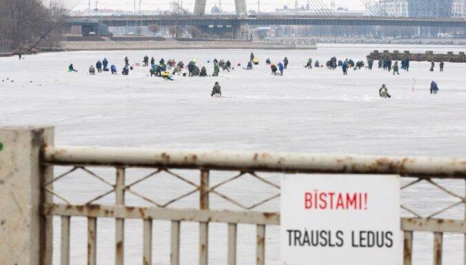 Rīgas pašvaldības policija pagaidām nav sodījusi nevienu par atrašanos uz ledus
