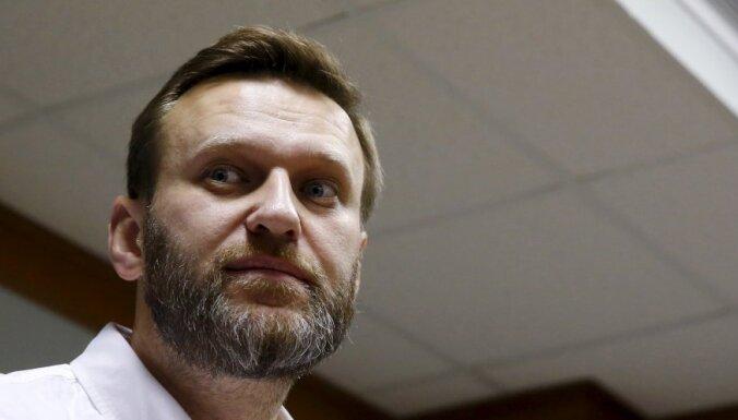 Алексея Навального забрали судебные приставы