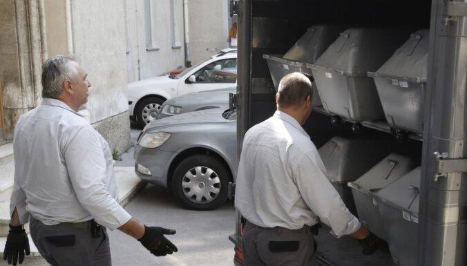 Arestēti vēl divi aizdomās turētie saistībā ar Austrijā kravas mašīnā atrastajiem imigrantu līķiem