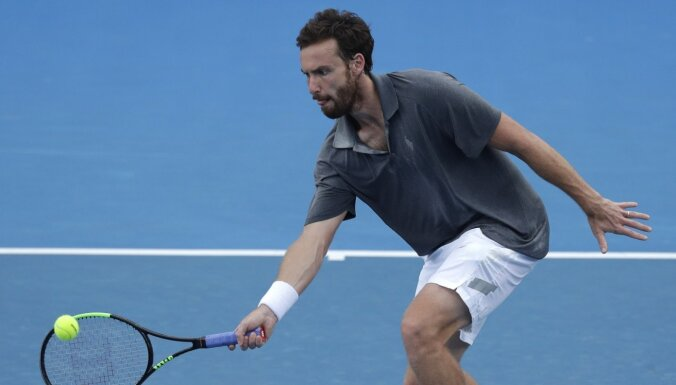 Gulbis pārliecinoši pārvar 'Australian Open' kvalifikācijas pirmo kārtu