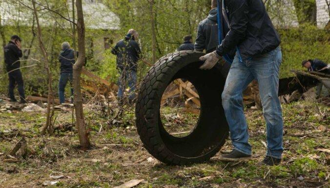 В Латвии проходит Большой субботник: участников призывают соблюдать осторожность