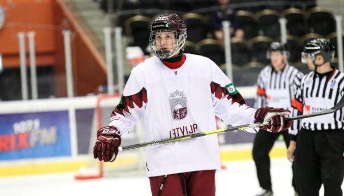 Сборная Латвии по хоккею проиграла россиянам на юниорском чемпионате мира