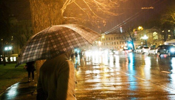 Naktī turpināsies lietus