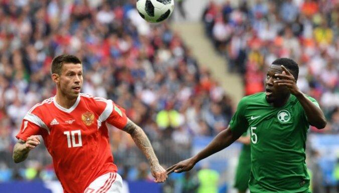 Cуд оштрафовал украинца, выбежавшего на поле в матче сборной России