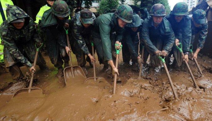 Dienvidkorejas plūdu upuru skaits pieaudzis līdz 77 cilvēkiem