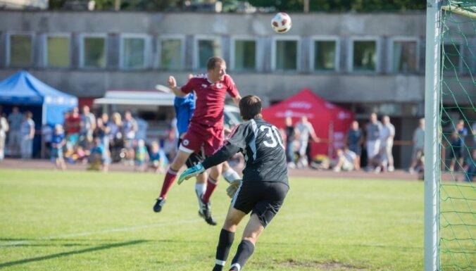Сборная латвийских звезд футбола переиграла эстонцев