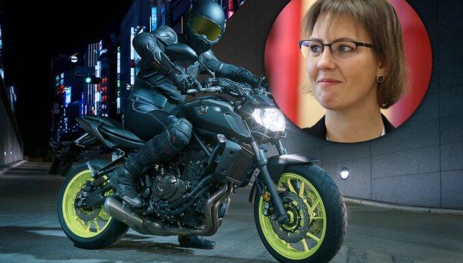 Bijusī IZM parlamentārā sekretāre Muižniece iegādājusies motociklu