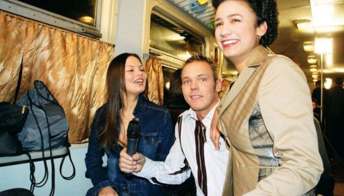 Jauni un dulli: latviešu mūzikas zvaigznes ballītē pirms 15 gadiem