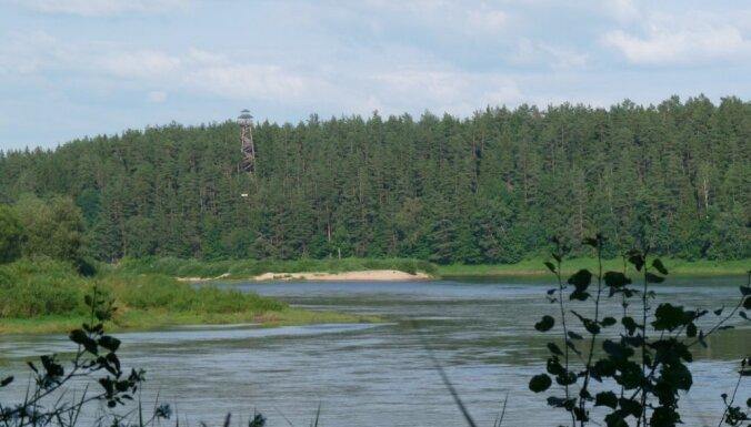 Ar pasi kabatā gar Daugavas kreiso krastu: dabas takas, skatu torņi un bezgalīgi lauki