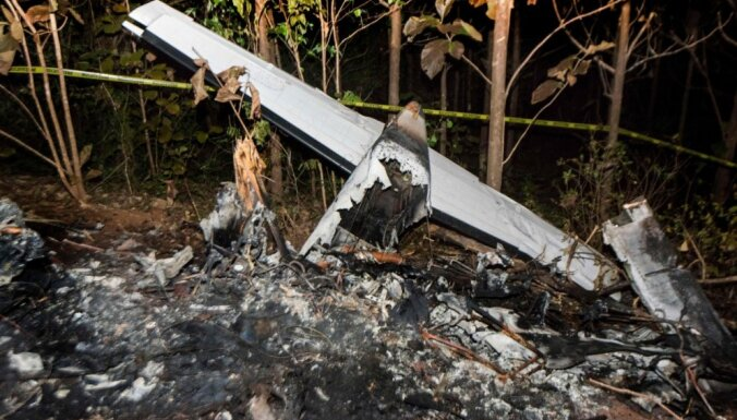 Foto: Lidmašīnas avārijā Kostarikā bojā gājuši 12 cilvēki